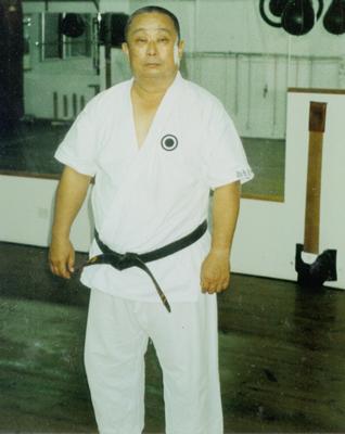 Ci-dessus: Onaga Yoshimitsu Kaichō. <br> Shinjinbukan Dōjō, Okinawa, 1993